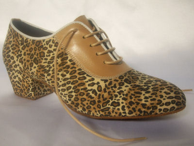 Click here to view image Women's dance shoes for training made in satin cloth with leopard print, heel 40